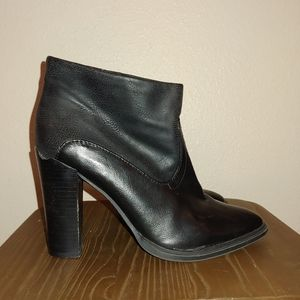 Women's Crown Vintage Ankle Bootie